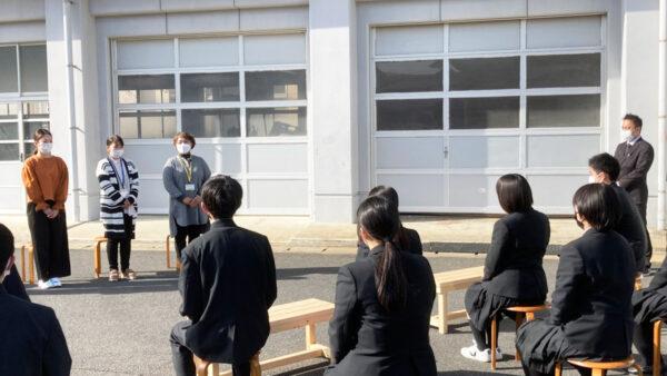 唐津工業の生徒様作品 椅子の寄贈式